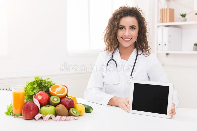 Discover How To Become A Nutritionist — Nutritionist Degree Programs & Careers